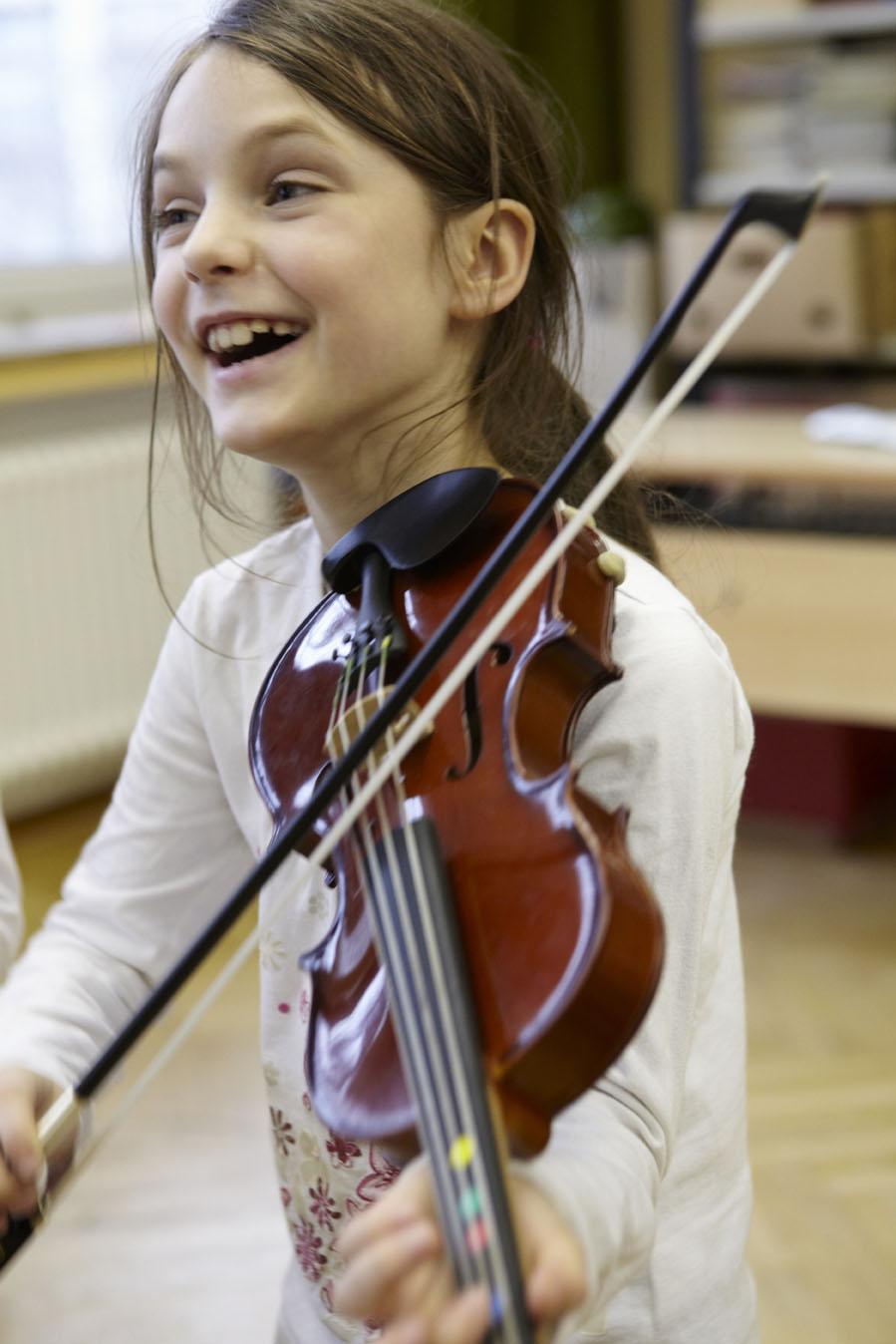 Girl_w_Violine.jpg