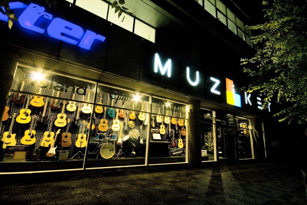 Muziker Hangszerbolt - Prága Smíchov - Csehország