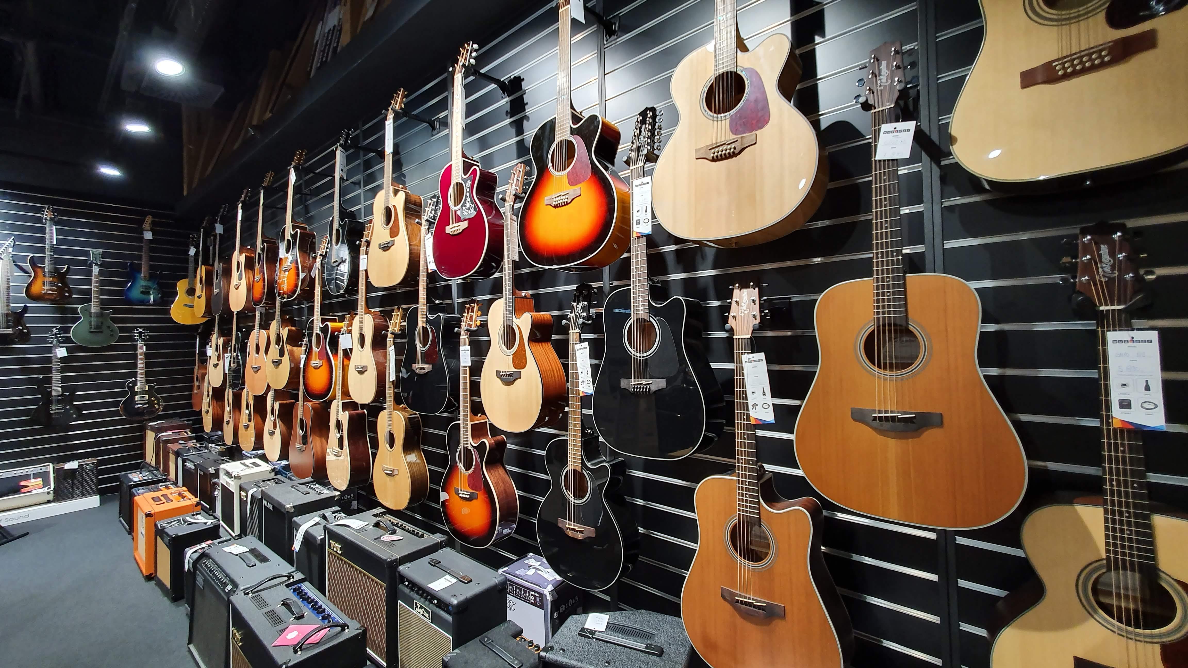 Muziker Hangszerbolt - Prága Centrum Chodov - Csehország