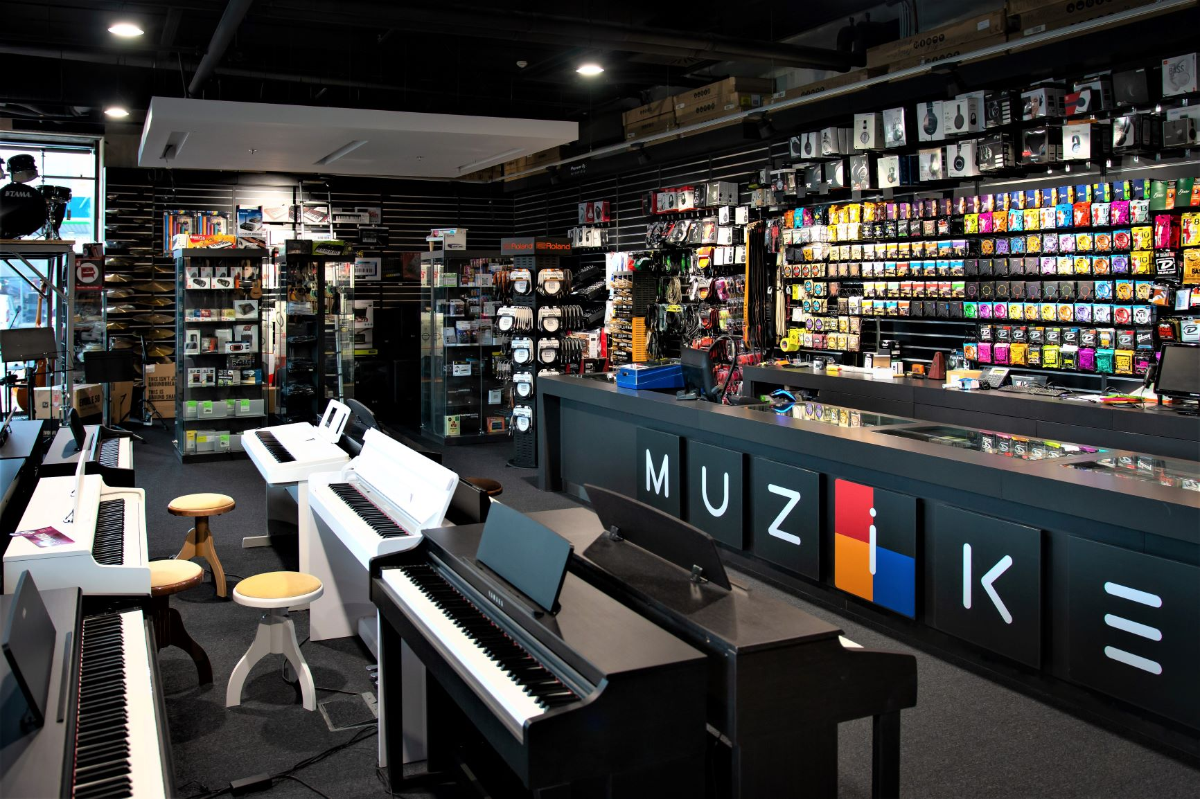 Muziker Hangszerbolt - Pozsony Digital Park - Szlovákia