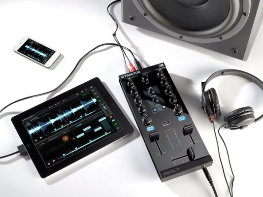 Native Instruments Traktor Kontrol Z1 DJ kontroler
