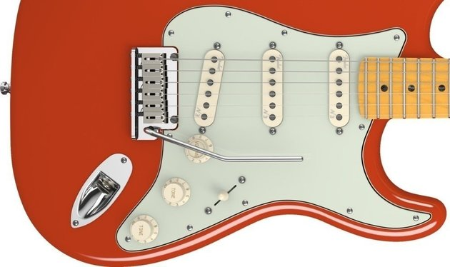 Fender American Deluxe Stratocaster V Neck, Maple Fingerboard, Fiesta Red