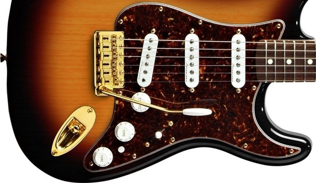 Fender Deluxe Players Stratocaster Maple Fingerboard, 3-Color Sunburst