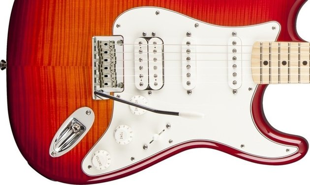 Fender Deluxe Stratocaster HSS Plus Top with iOS Connectivity,Maple Fingerboard, Aged Cherry Burst