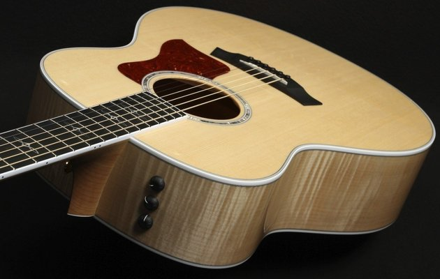 Taylor Guitars 618e Grand Orchestra Acoustic Electric