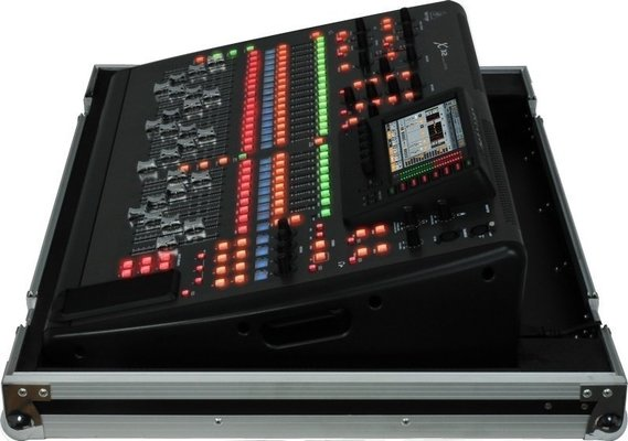 Behringer X32 TP Digitális keverő
