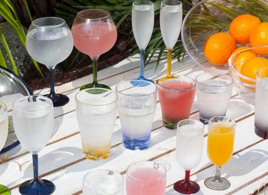 Marine Business Party stohovateľné poháre na vodu s farebným spodkom