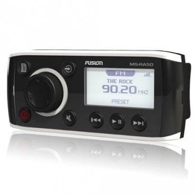 Rádio je přizpůsobené k připojení pod kuchyňské skřínky.